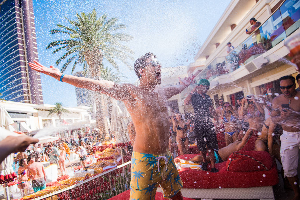 Dustin Lynch celebrates his 32nd birthday at Encore Beach Club on Sunday, May 14, 2017, in Las Vegas. (Courtesy)