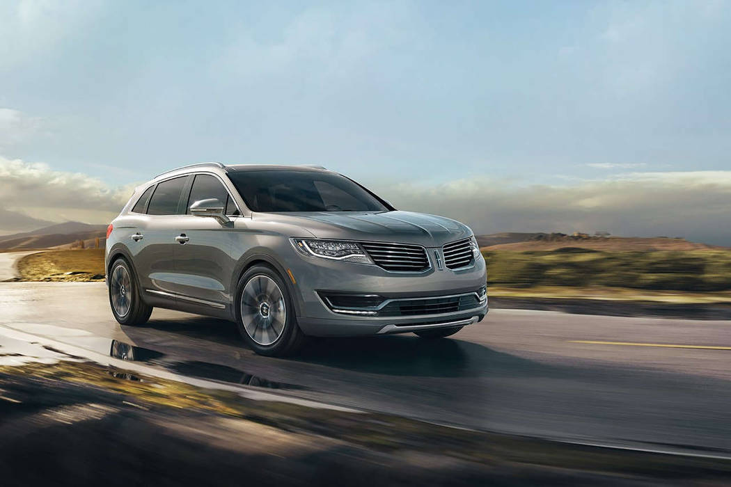 Lincoln No matter what you may encounter – from urban traffic to rural driving and all points in-between – the Lincoln MKX is designed to handle it.