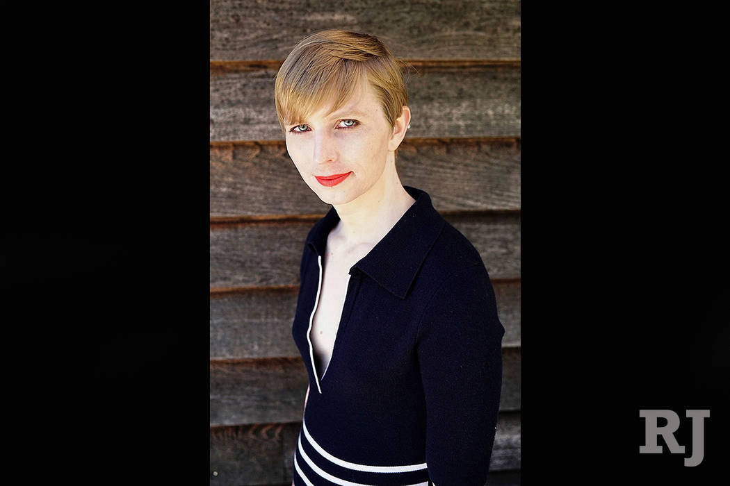 This Is What Chelsea Manning Looks Like Now Las Vegas