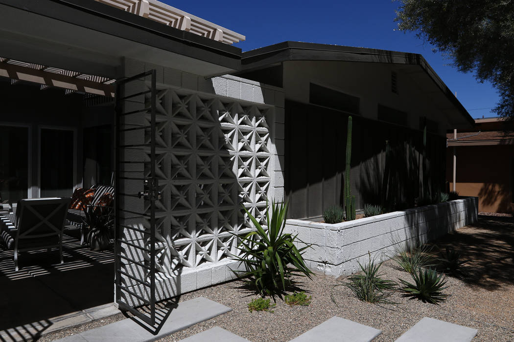 A contemporary ranch home at 2804 Mason Ave. in Las Vegas on April 30, 2017. Miranda Alam Las Vegas Review-Journal