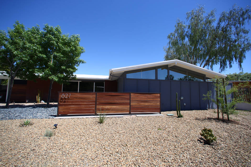 A 1961 contemporary ranch home at 827 Kenny Way in Las Vegas on April 30, 2017. Miranda Alam Las Vegas Review-Journal