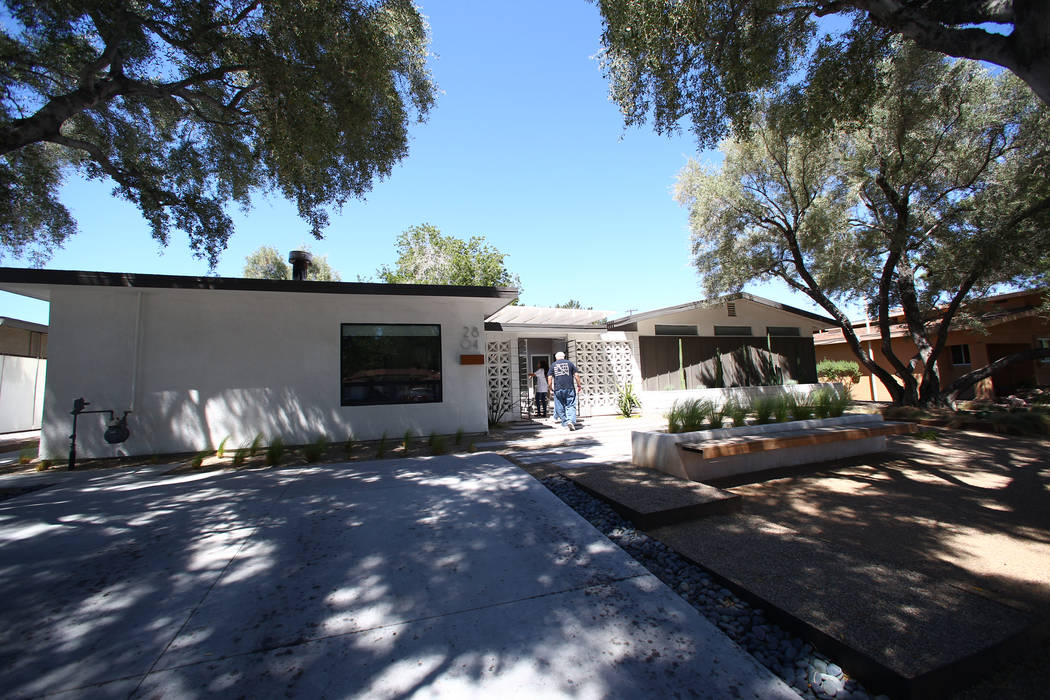 A 1964 contemporary ranch home at 2804 Mason Avenue in Las Vegas on April 30, 2017. Miranda Alam Las Vegas Review-Journal