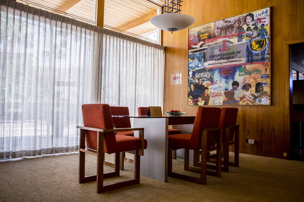 The living room of the Morelli House in downtown Las Vegas, home to the Junior League of Las Vegas, represents a contemporary Desert Modern style and was photographed on Monday, May 22, 2017. Patr ...