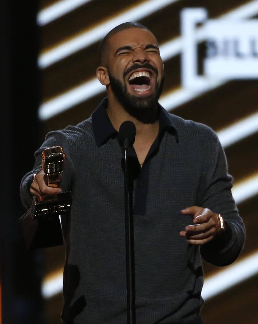 2017 Billboard Music Awards – Show - Las Vegas, Nevada, U.S., 21/05/2017 - Drake accepts the award for Top Billboard 200 Album. REUTERS/Mario Anzuoni
