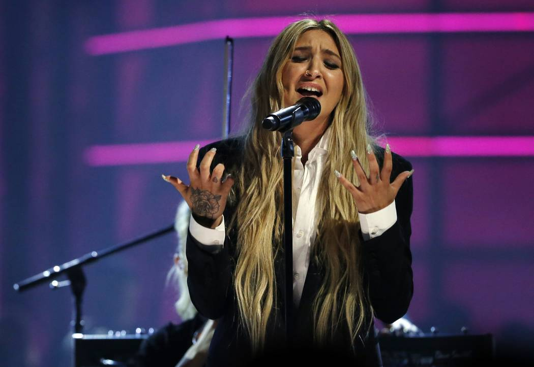 "2017 Billboard Music Awards – Show - Las Vegas, Nevada, U.S., 21/05/2017 - Julia Michaels performs ""Issues"". REUTERS/Mario Anzuoni"