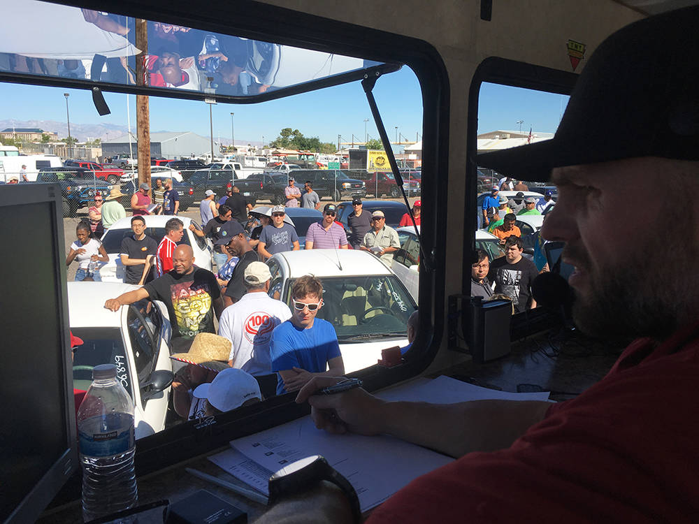 TNT Auction owner and chief auctioneer Mike McKee drives up the bid price on a vehicle. (Brian Sandford/View) @nweditor
