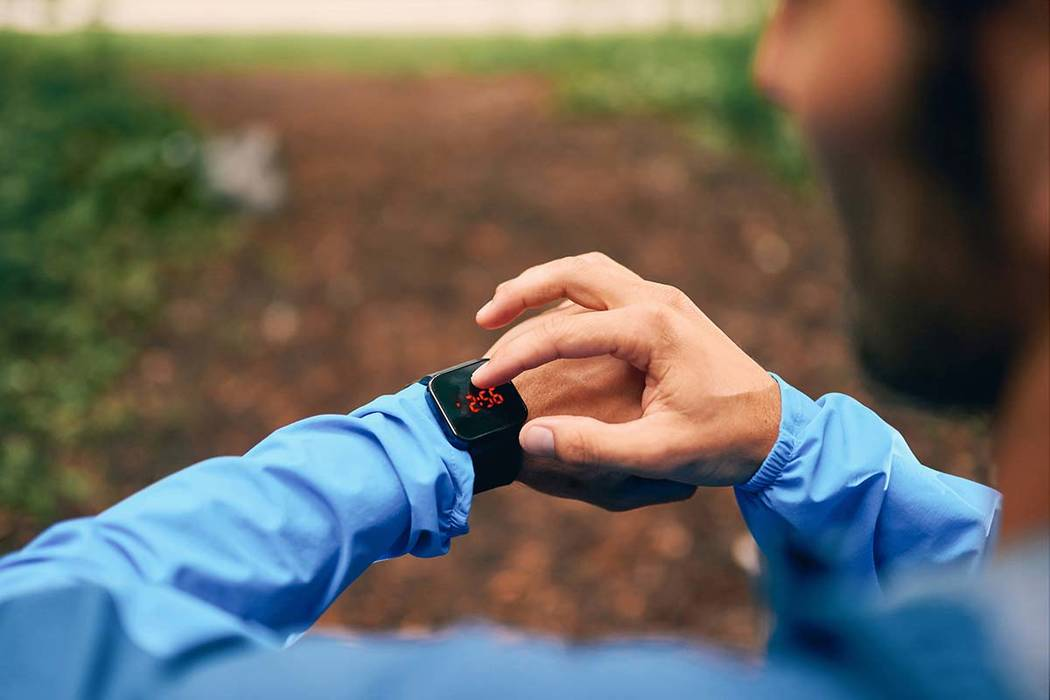A study by Stanford University doubts the ability of fitness trackers to count calories correctly. (Thinkstock)