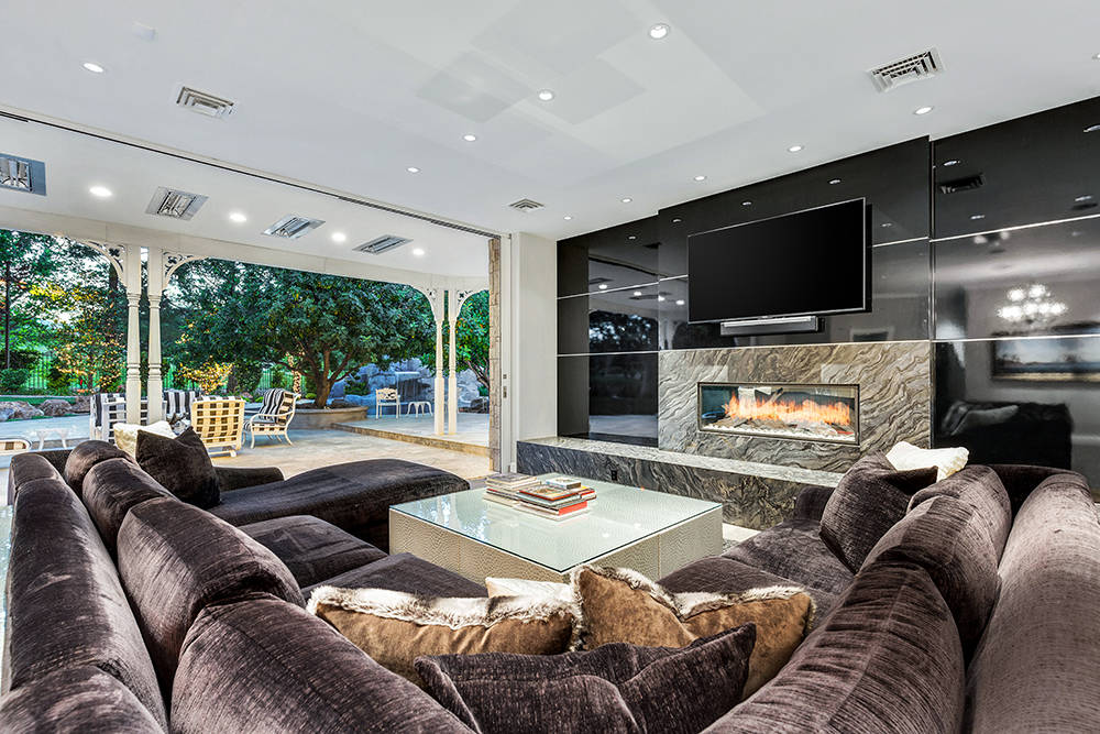 The home has an outdoor-indoor living design. (The Tom Love Group)