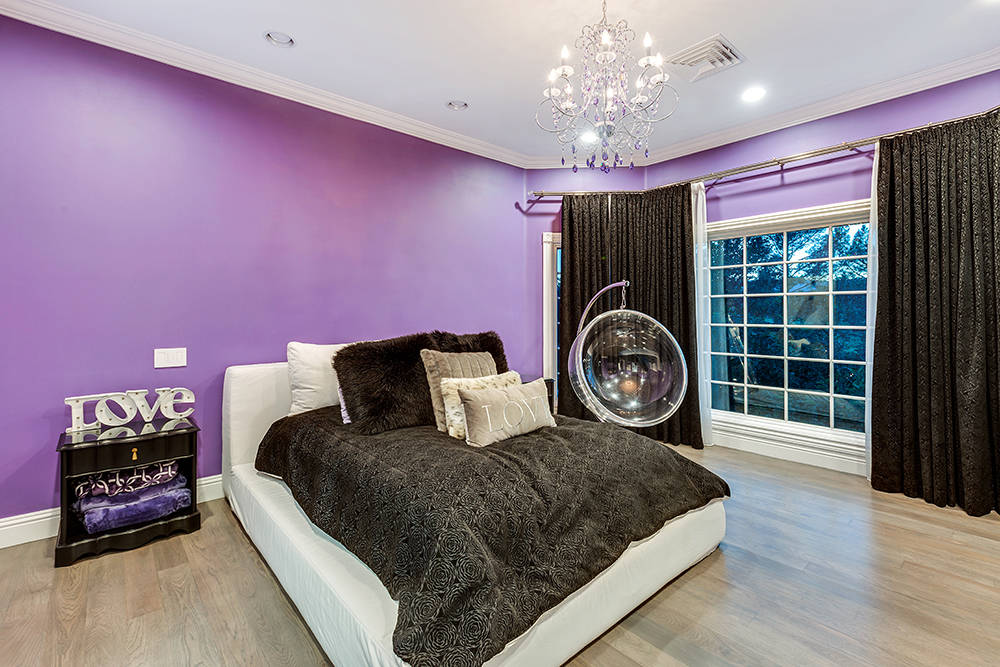 A guest bedroom. (The Tom Love Group)