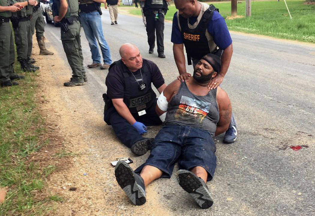Officers arrest suspect Willie Corey Godbolt on Sunday, May 28, 2017, following several fatal shootings Saturday in Lincoln County, Miss., officials said. (Therese Apel/The Clarion-Ledger via AP)