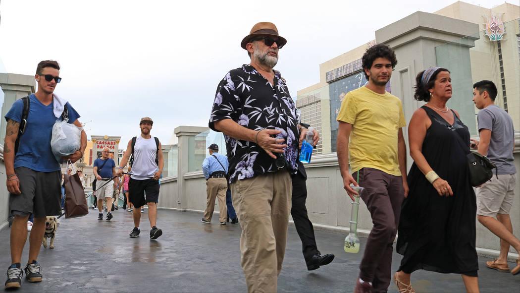 Tourists cross the bridge between Caesars Palace and Bellagio, Wednesday, May 31, 2017. Gabriella Benavidez Las Vegas Review-Journal @latina_ish