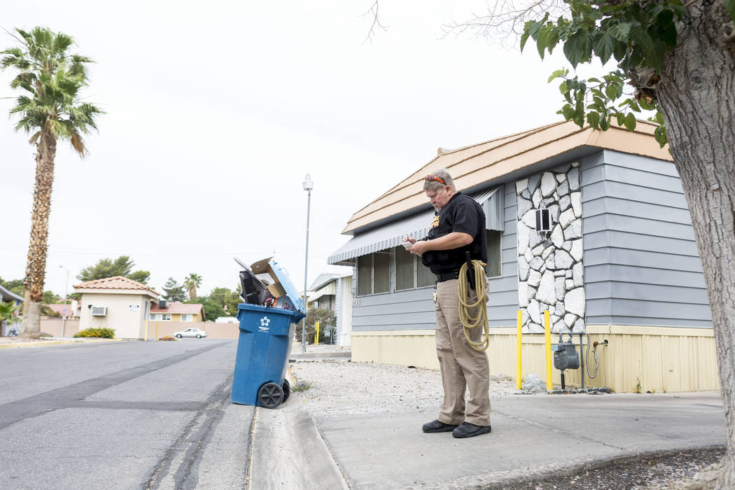 Animal control officer Mike Felton takes notes after responding to a report of a dog running loose in a mobile home park in Las Vegas, Wednesday, May 31, 2017. Elizabeth Brumley/Las Vegas Review-J ...