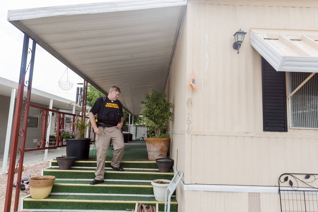 Animal control officer Mike Felton searches for a dog reportedly running loose in a mobile home park in Las Vegas, Wednesday, May 31, 2017.  Elizabeth Brumley/Las Vegas Review-Journal