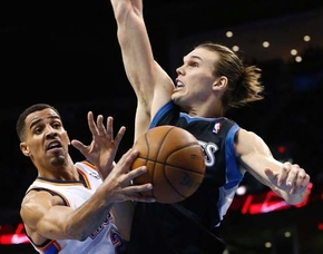 Timberwolves forward Lou Amundson, right, has lasted seven seasons in the NBA thanks to his hustle, high basketball IQ and ability to fit in.