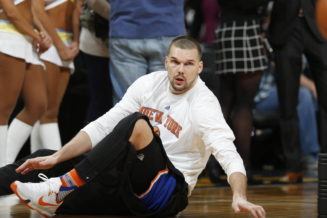 New York Knicks forward Lou Amundson (17) in the first half of an NBA basketball game Tuesday, March 8, 2016, in Denver. (AP Photo/David Zalubowski)