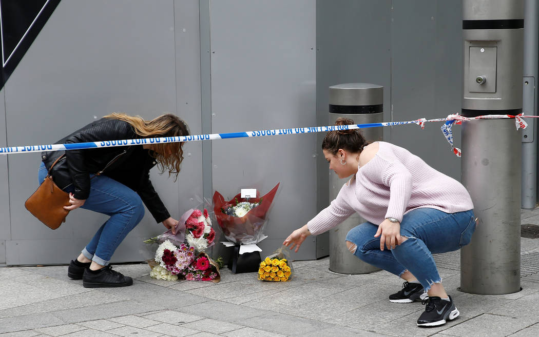 Women leave flowers near Borough Market after an attack left 7 people dead and dozens injured in London, Britain, June 4, 2017. (Peter Nicholls/Reuters)