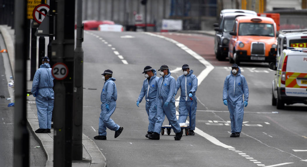 Police forensic investigators works on London Bridge after an attack left 7 people dead and dozens injured in London, Britain, June 4, 2017. (Dylan Martinez/Reuters)