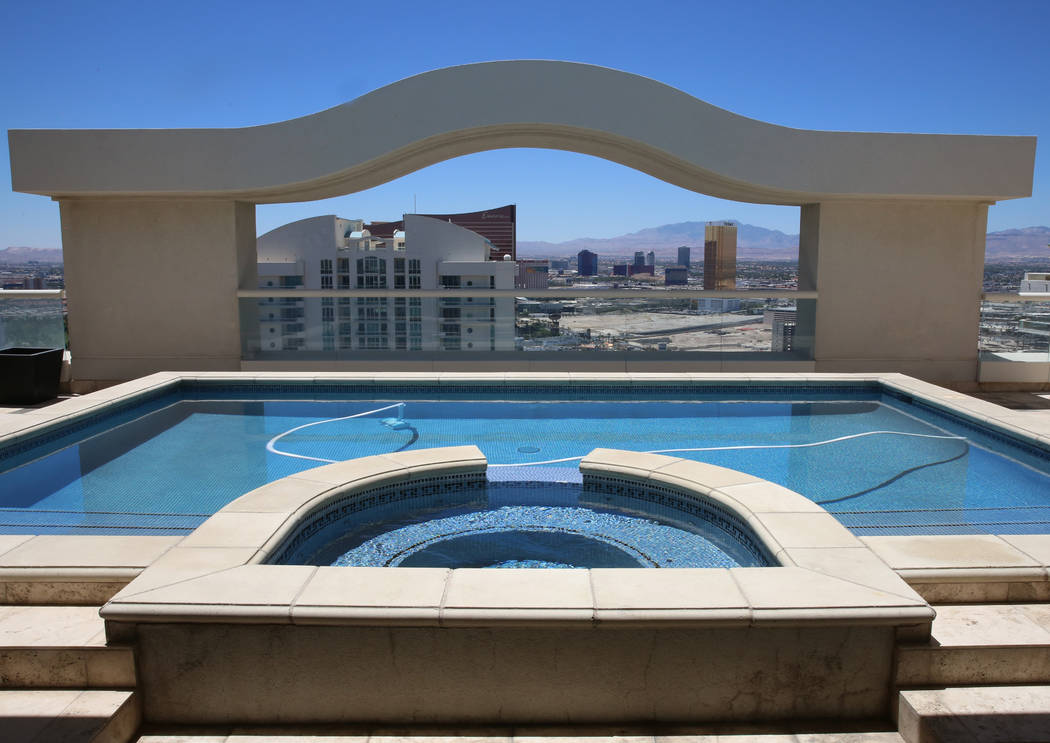 A dipping pool and a jacuzzi on the upper deck of a penthouse at Turnberry Place on 2777 Paradise Rd., on Wednesday, June 14, 2017, in Las Vegas. Bizuayehu Tesfaye/Las Vegas Review-Journal @bizute ...