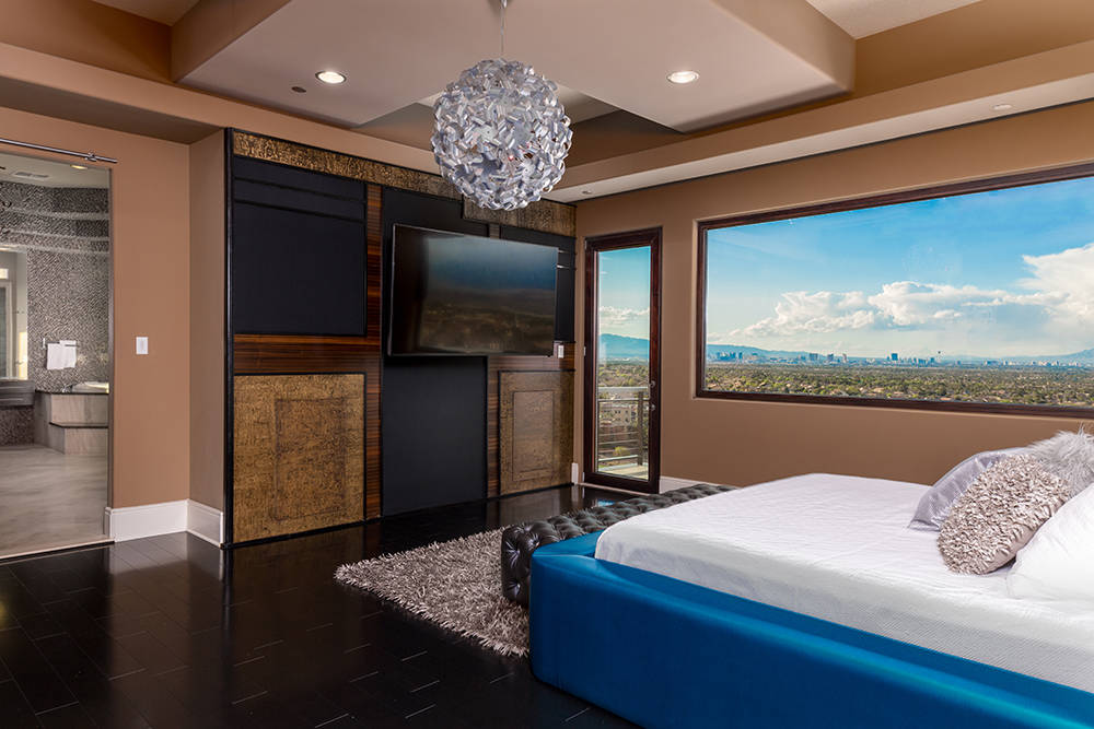 A guest room. (Luxury Estates International)
