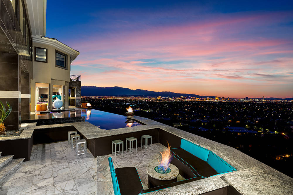 The infinity-edge pool and spa have views of the Strip. (Luxury Estates International)