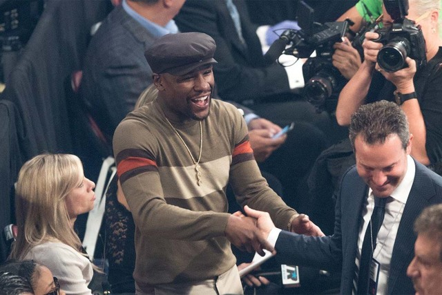 """Floyd Mayweather, seen at the Thomas & Mack Center on Saturday, Nov. 5, 2016, had advice for Conor McGregor. """"Take care of your business with the UFC and then have your people get in touch w ..."""