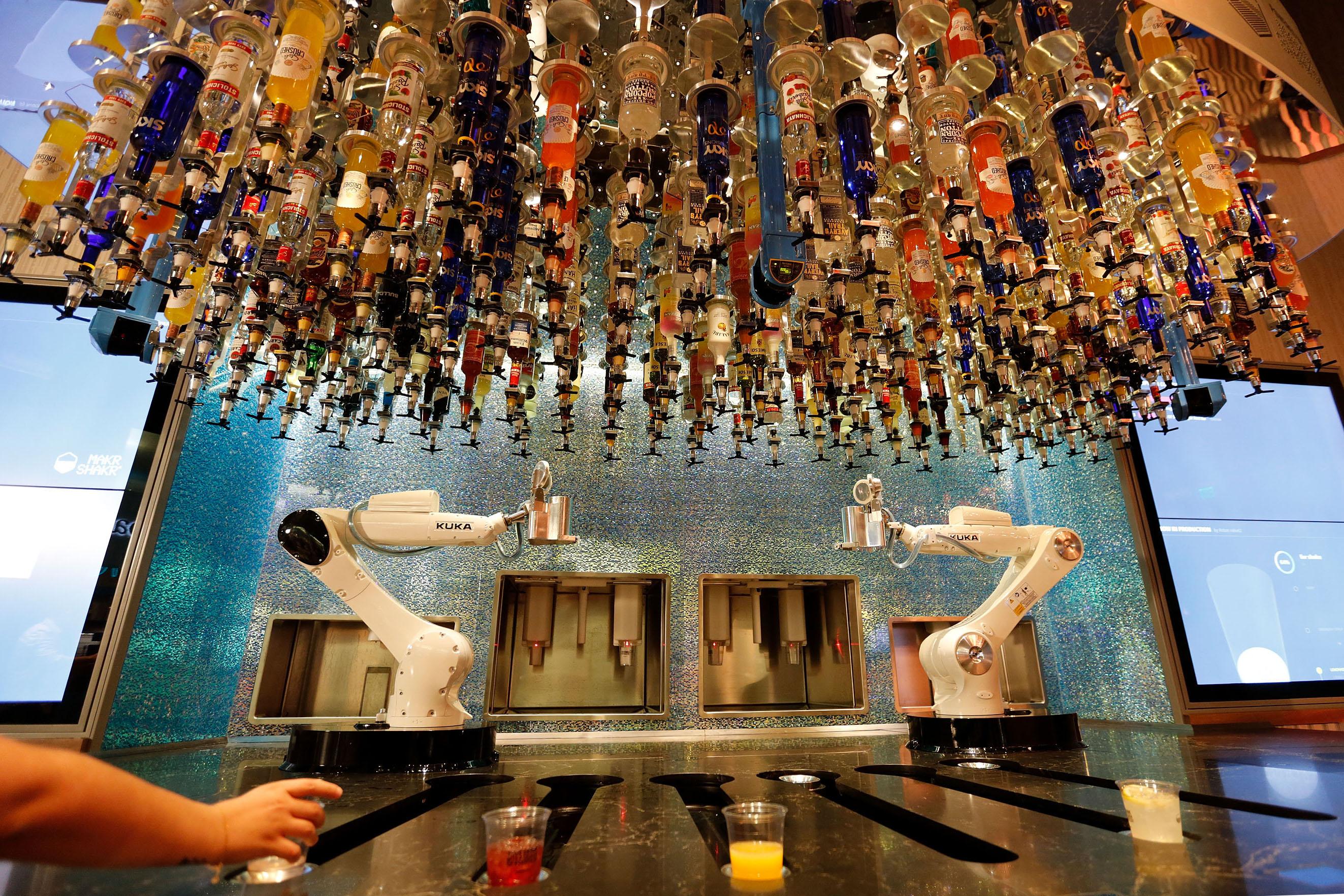 New Las Vegas Strip bar features robot bartenders — VIDEO – Las ...