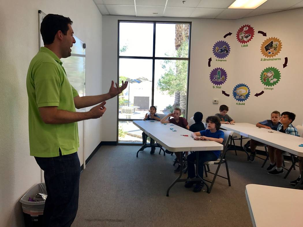 Leo Silva instructs a class on water power at Engineering for Kids in the Southwest Las Vegas Valley. (Madelyn Reese/View) @MadelynGReese