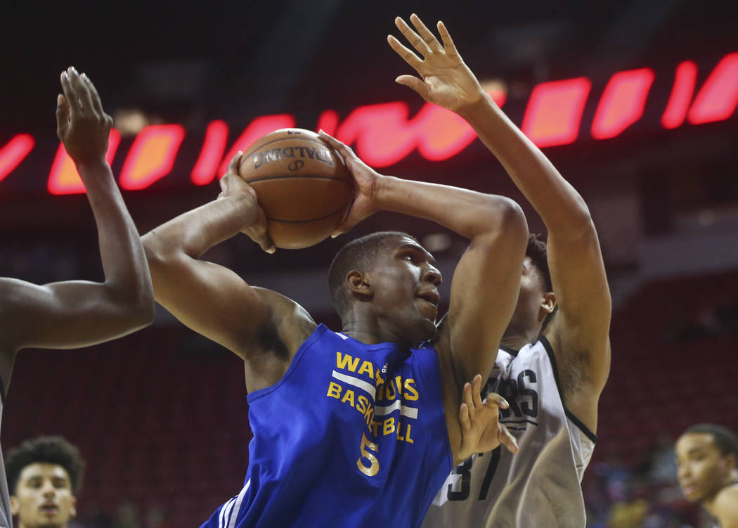 Golden State Warriors' Kevon Looney (5) drives to the basket against Los Angeles Clippers' Isaiah Hicks (37) during a basketball game at the NBA Summer League at the Thomas & Mack Center in La ...