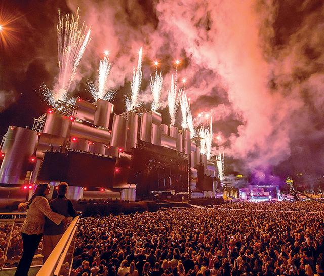 De acuerdo con Rock in Rio entre el 15 y 16 asistieron aproximadamente 90 mil personas. Mientras que el pasado fin de semana 82 mil asistentes.   Fotos El Tiempo y cortesía