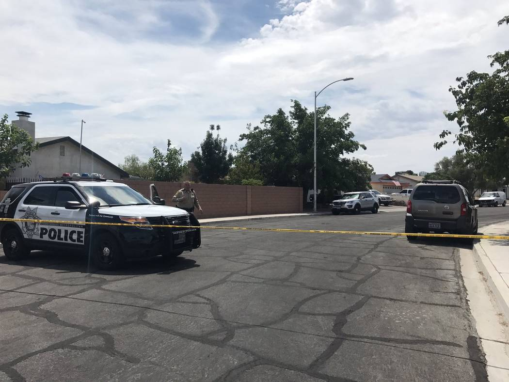 las vegas police investigate sunday morning homicide las vegas review journal. Black Bedroom Furniture Sets. Home Design Ideas