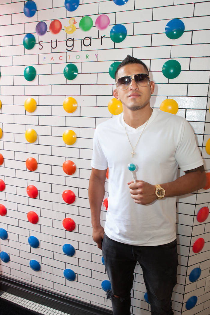 Anthony Pettis with Couture Pop, (Carlos Larios)