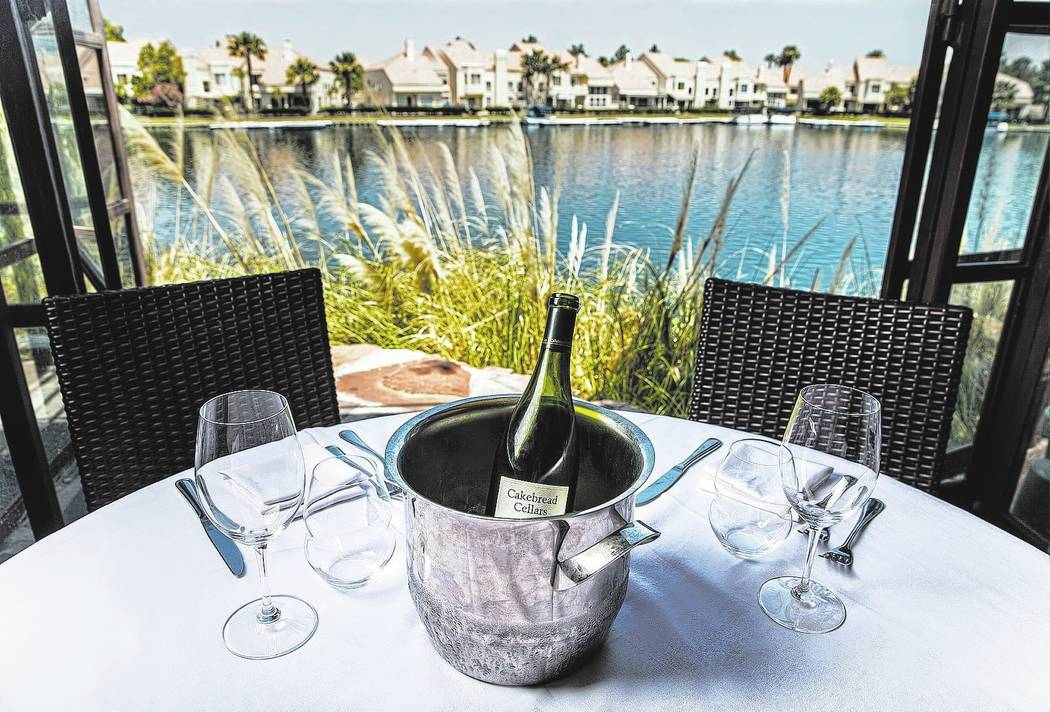 Lunch service on the patio at Marche Bacchus on Wednesday, May 10, 2017, in Las Vegas. Benjamin Hager Las Vegas Review-Journal @benjaminhphoto