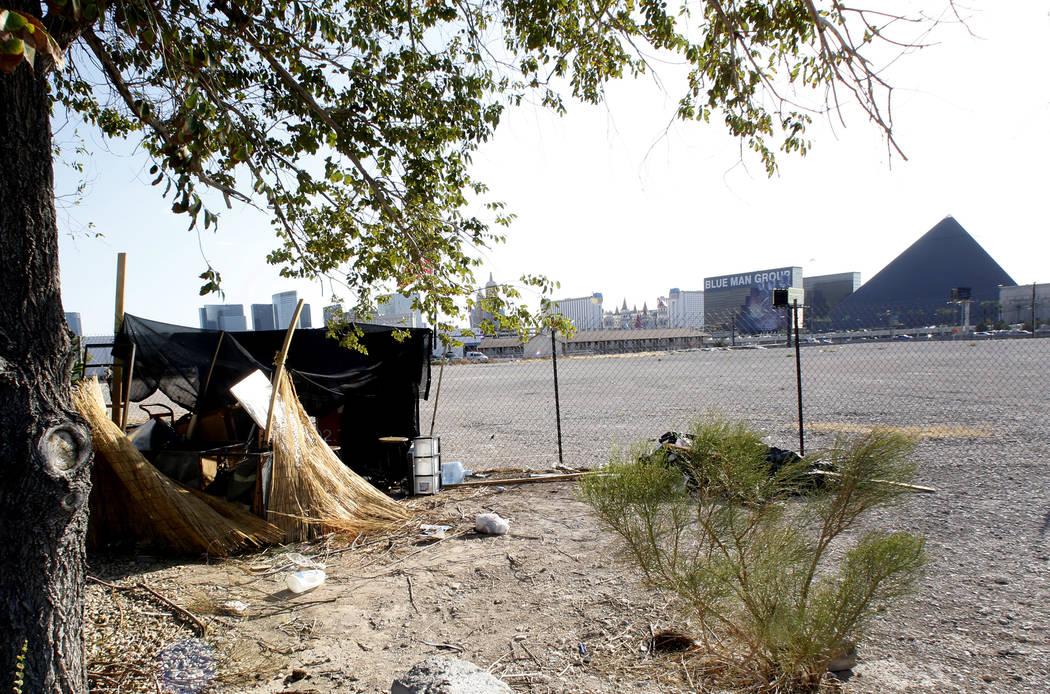 A homeless encampment near the Raiders stadium project site on Hacienda Avenue on Monday, July 17, 2017, in Las Vegas. (Bizuayehu Tesfaye/Las Vegas Review-Journal) @bizutesfaye