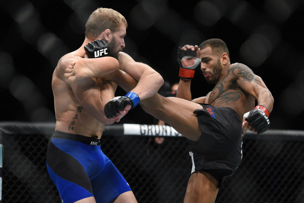Danny Roberts (red gloves) fights Bobby Nash (blue gloves) during UFC Fight Night on July 16 in Glasgow, Scotland. (Per Haljestam-USA TODAY Sports)