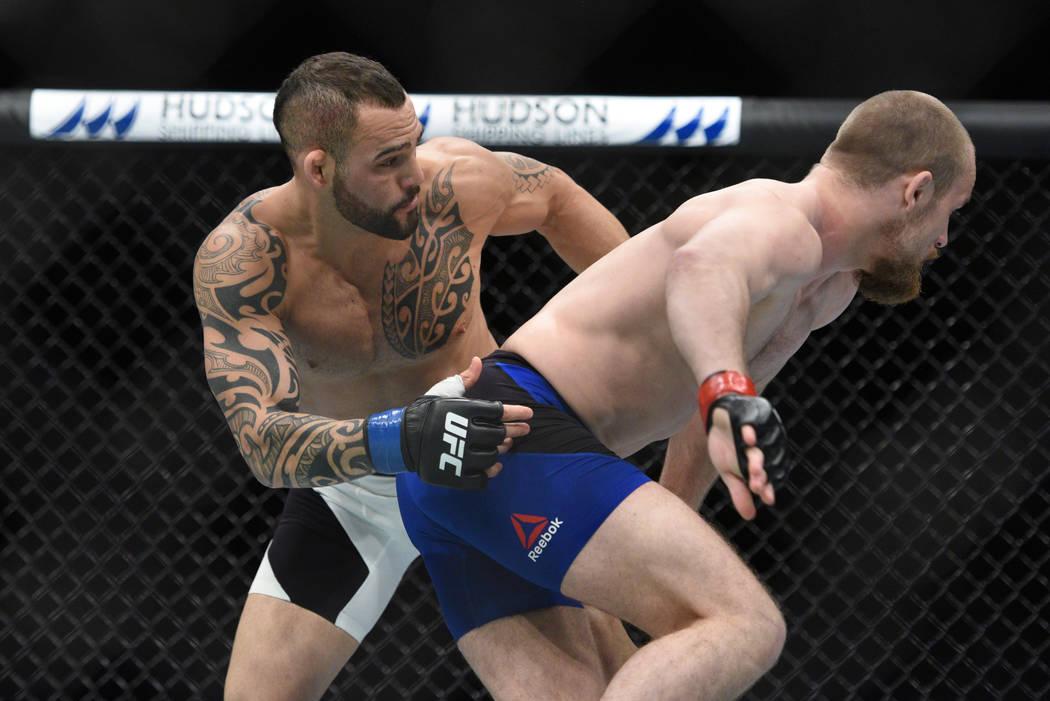 Gunnar Nelson (red gloves) fights Santiago Ponzinibbio (blue gloves) during UFC Fight Night at SSE Hydro. (Per Haljestam-USA TODAY Sports)