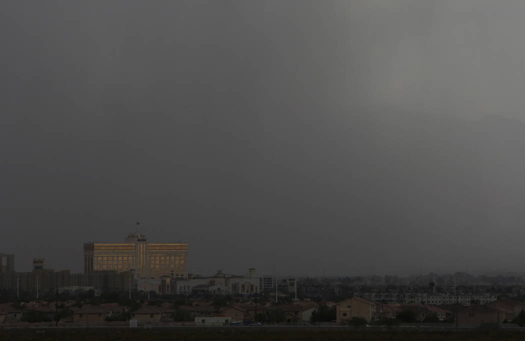 Thick dark cloud hangs over Las Vegas on Monday, July 17, 2017. (Bizuayehu Tesfaye/Las Vegas Review-Journal) @bizutesfaye