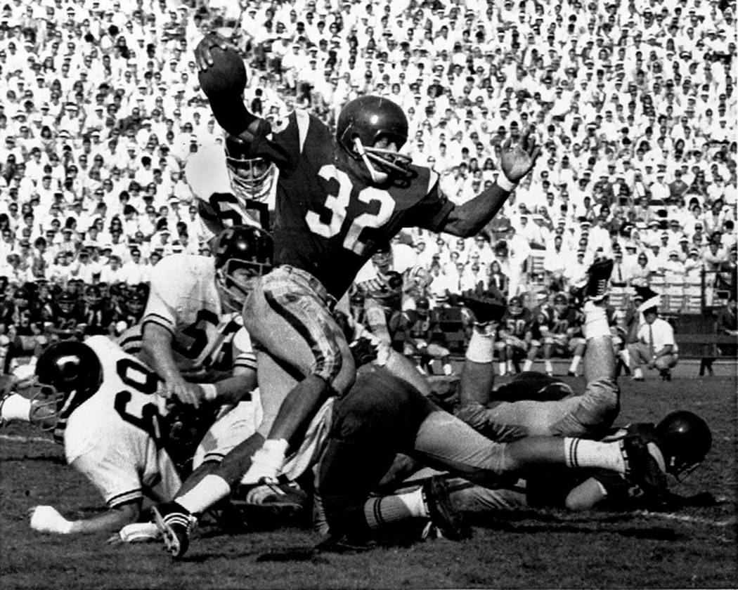 FILE - In this Nov. 9, 1968 file photo, Southern California's O.J. Simpson (32) runs against California during a college football game in Los Angeles. Simpson won the Heisman Trophy at Southern Ca ...