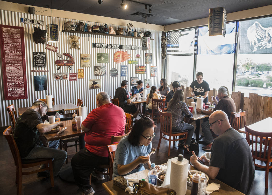 Customers enjoy their dinner at Sin City Smokers on Wednesday, July 19, 2017, in Henderson. Benjamin Hager Las Vegas Review-Journal @benjaminhphoto