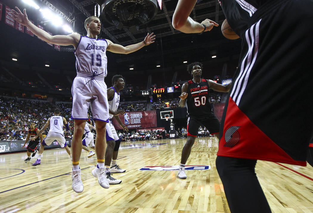 Portland Trail Blazers' RJ Hunter (28) throws the ball in to Portland Trail Blazers' Caleb Swanigan (50) during the NBA Summer League championship game against the Los Angeles Lakers at the Thomas ...