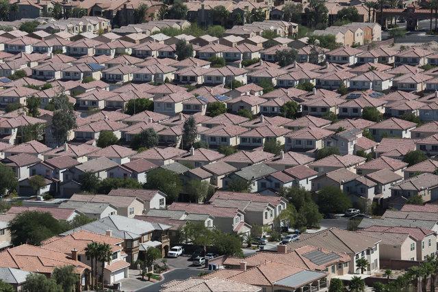 Houses in southeast Las Vegas are seen on Monday, Sept. 26, 2016. Brett Le Blanc/Las Vegas Review-Journal Follow @bleblancphoto