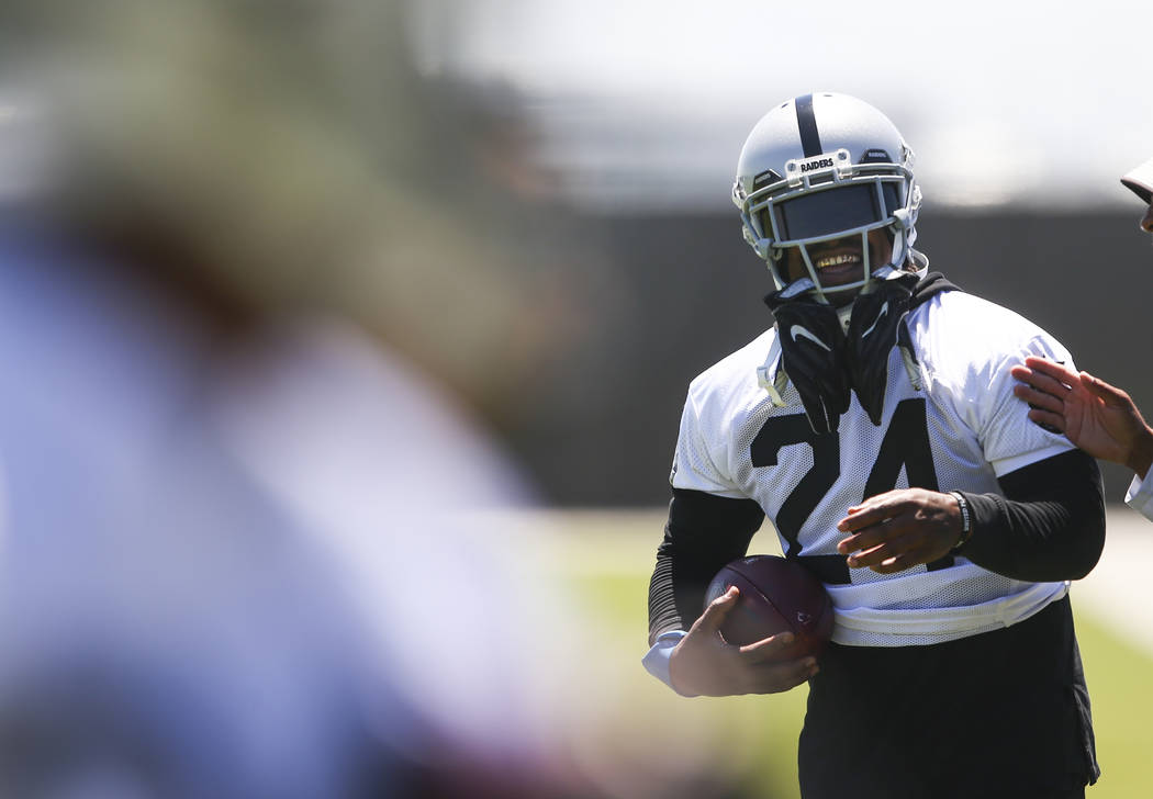 Oakland Raiders running back Marshawn Lynch (24) during day two of a mini- 6785c5695