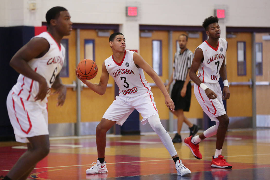 Liberty sophomore and California United player Julian Strawther (3) prepares to make a pass during an AAU game at Liberty High School on Friday, July 28, 2017 in Henderson. Bridget Bennett Las Veg ...