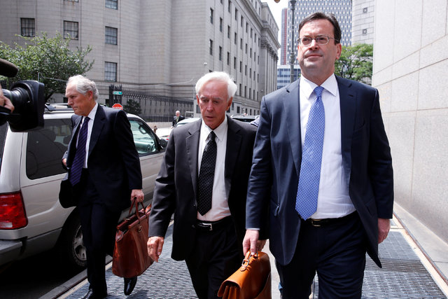 Professional sports gambler Bill Walters, center, departs Federal Court with his lawyer Barry Berke after a hearing in New York, U.S., June 1, 2016. (Lucas Jackson/Reuters)