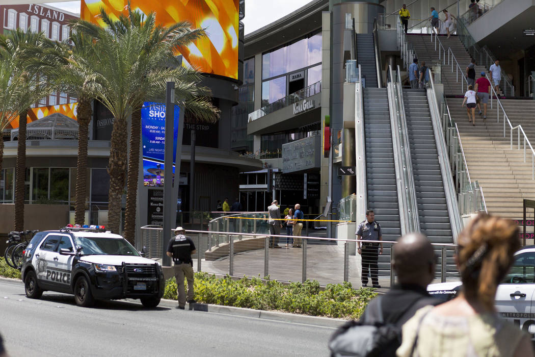 Las Vegas police investigate an apparent suicide at Fashion Show Mall on Las Vegas Boulevard. South, in Las Vegas, Monday, July 31, 2017. (Elizabeth Brumley/Las Vegas Review-Journal)