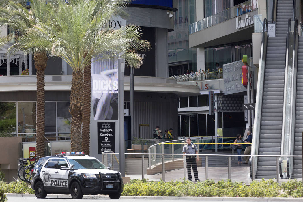 Man Dies After Jump At Fashion Show Mall On Las Vegas Strip Las