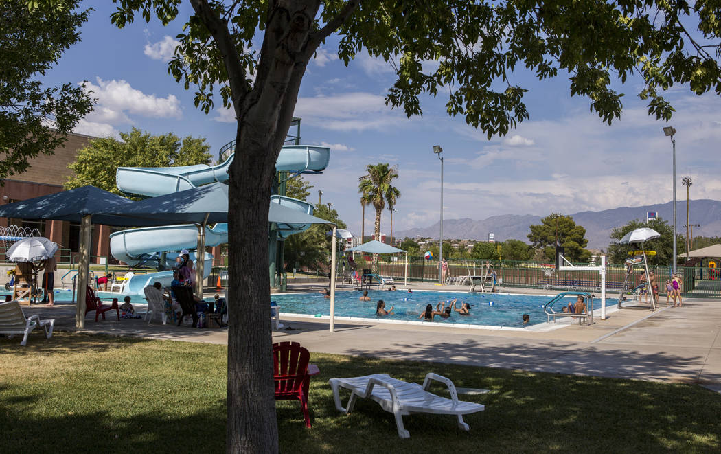 People enjoy the pool at the Mesquite Recreation Center on a hot afternoon in Mesquite on July 11, 2017.  (Patrick Connolly Las Vegas Review-Journal) @PConnPie