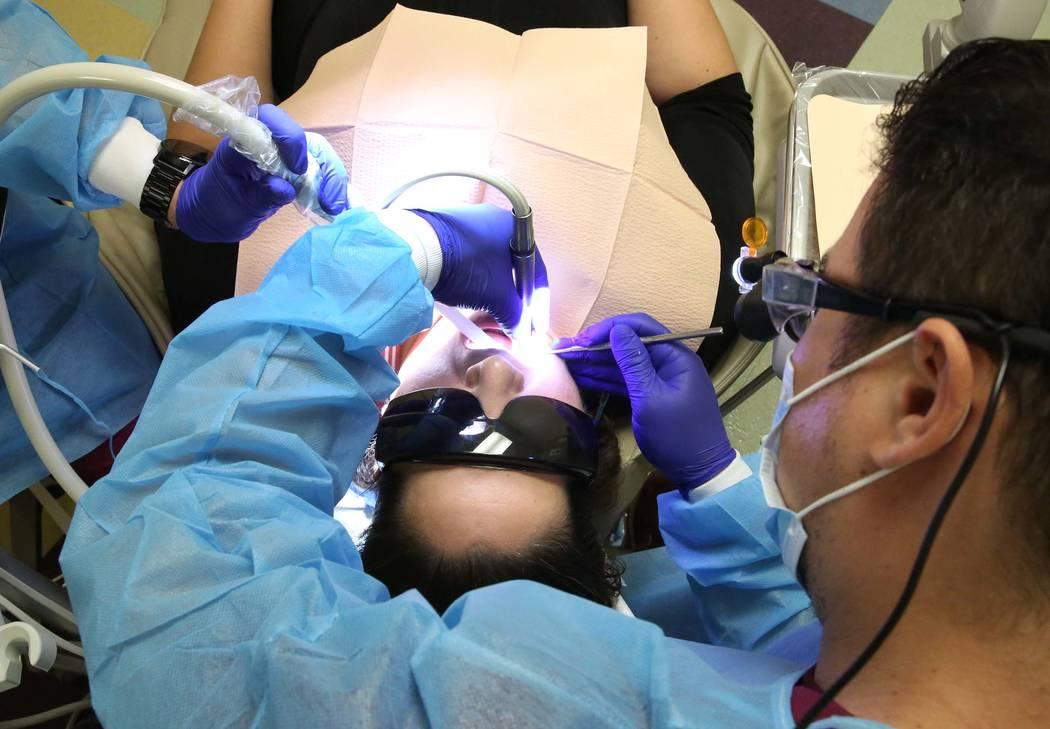 UNLV School of Dental volunteer student, Joseph Weintraub, treats Erendida Gonzalez at Volunteers In Medicine of Southern Nevada on Monday, July 24, 2017, in Las Vegas. (Bizuayehu Tesfaye/Las Vega ...