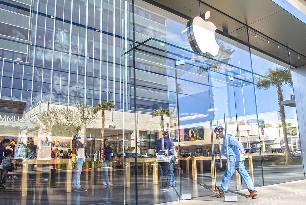 Shoppers take advantage of a mild afternoon to shop at the Apple Summerlin store at Downtown Summerlin shopping center on Tuesday, Feb. 28, 2017, in Las Vegas. (Benjamin Hager/Las Vegas Review-Jou ...