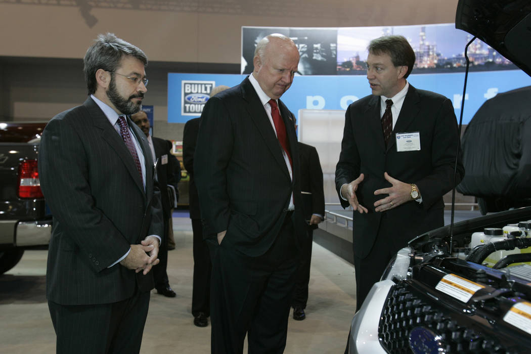 Energy Secretary Samuel Bodman, center, talks to Ford's manager of energy and environment for government relations Gerald Roussel, right, and vice president of government relations Dan Brouillette ...