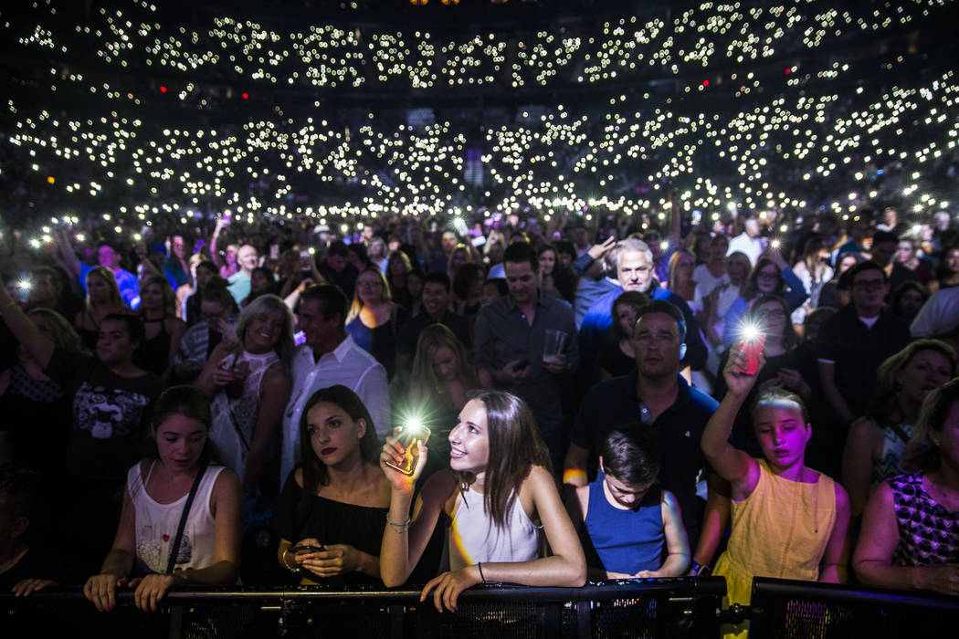 Fans of Ed Sheeran cheer for the English singer-songwriter at T-Mobile Arena on Friday, Aug 4, 2017, in Las Vegas. Benjamin Hager Las Vegas Review-Journal @benjaminhphoto